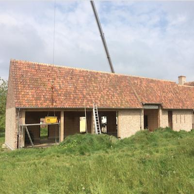 Renovatie van het dak van een hoeve in Wingene